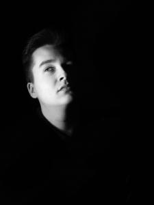 Adrien – Portrait clair-obscur